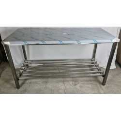 Table inox soudée centrale...